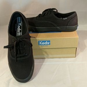 Keds Triumph 28 black flat laceup tennis shoes 6.5